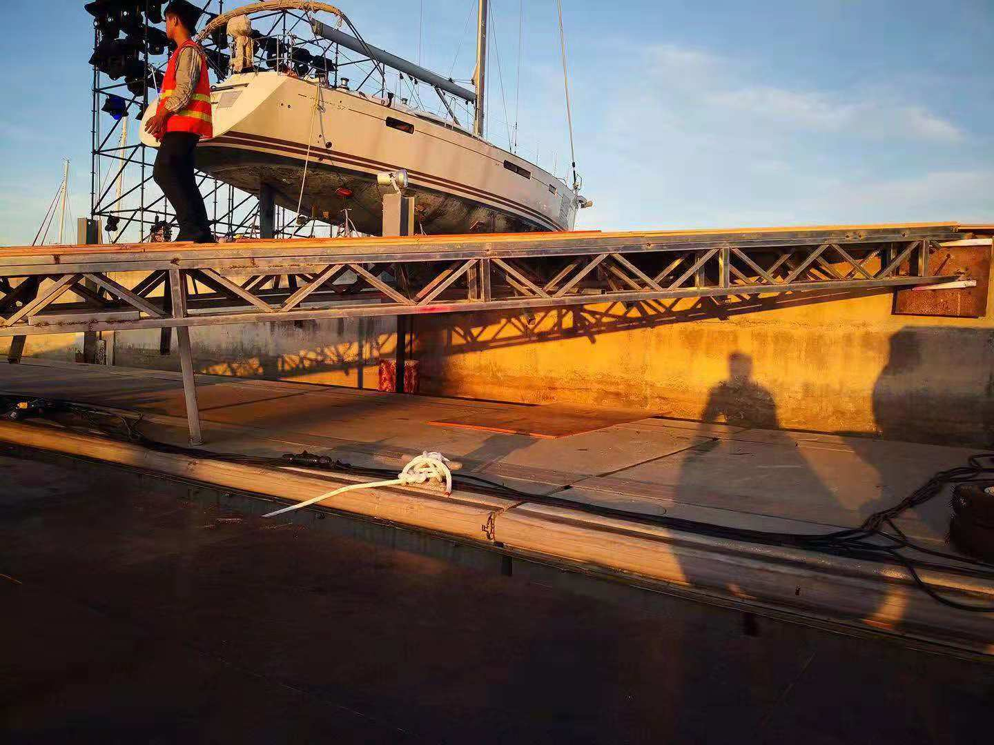 Guangzhou Permanent Marina offer design, production and installation  for floating aunto-show-platform